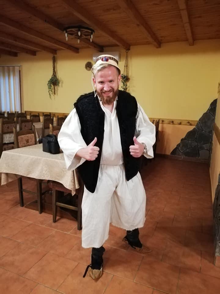 ג'ינג'י מגלה את רומניה ברסנה כפר מרמורש רומניה